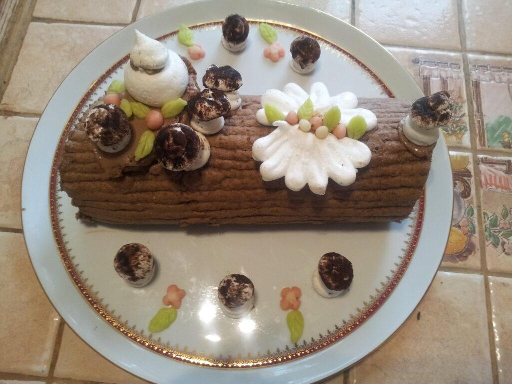 B che bavaroise tout chocolat au fil du thym - Decoration buche de noel maison ...