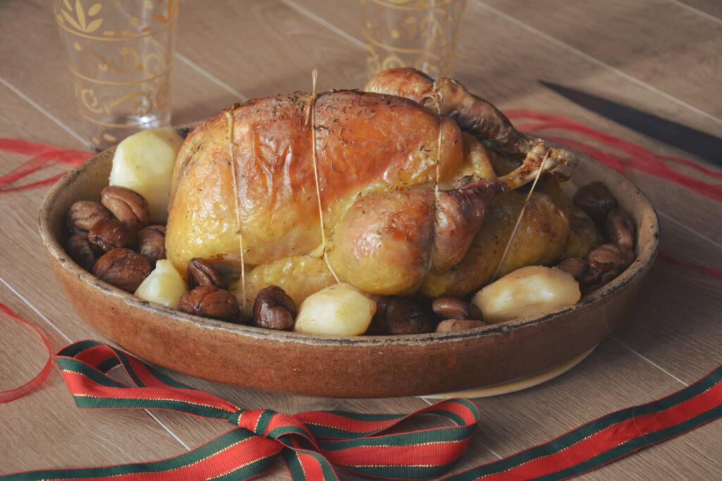 pintade rotie aux poires épicées et marrons glacés - Plat de fête facile à préparer.